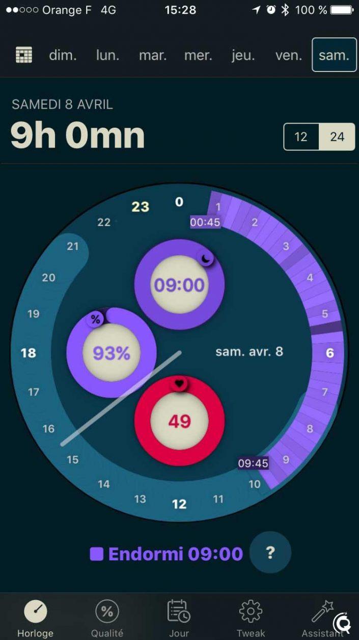 L'application affiche votre dernière nuit de sommeil autour d'une horloge
