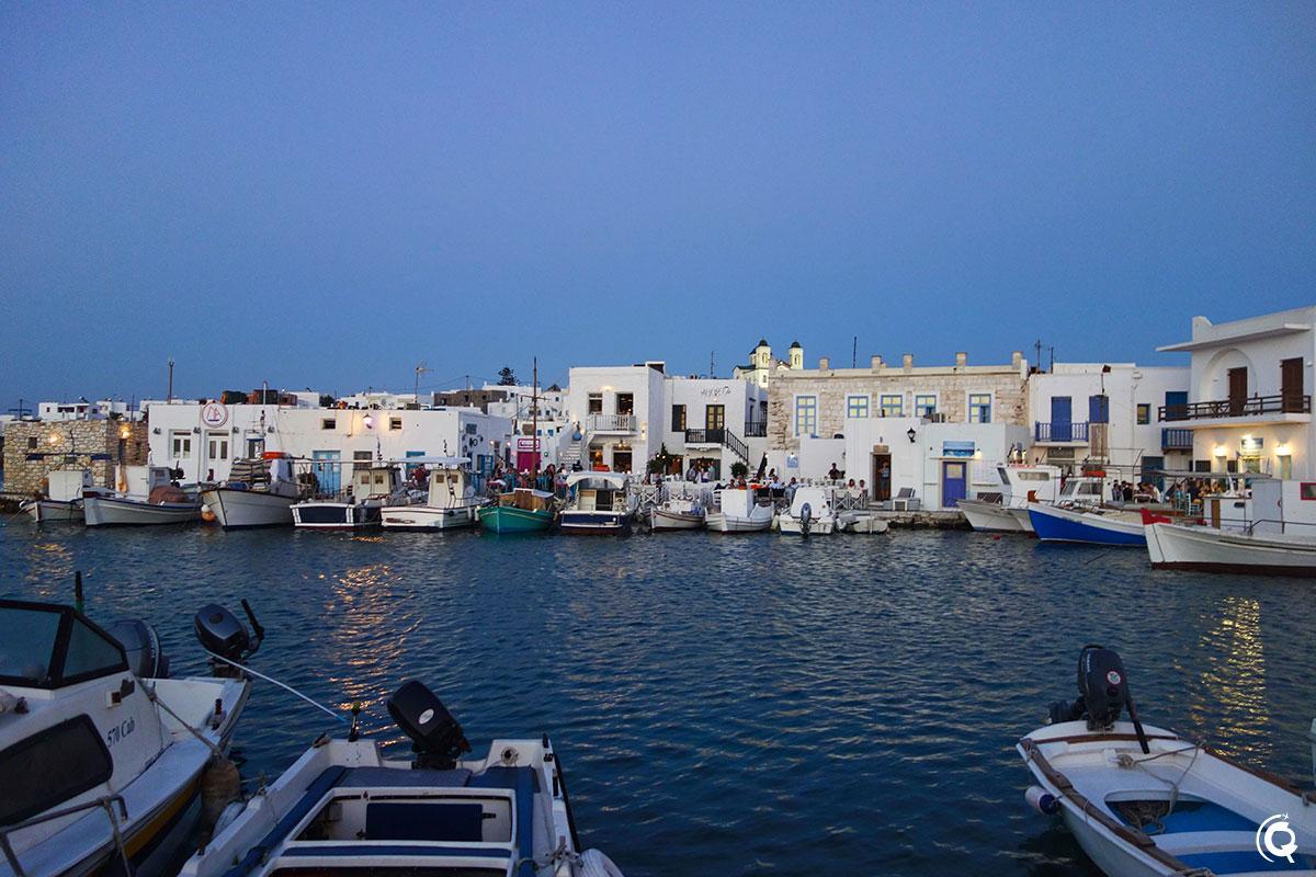 Port de Naoussa de nuit