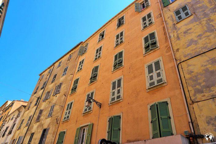 Les façades colorées d'Ajaccio en Corse