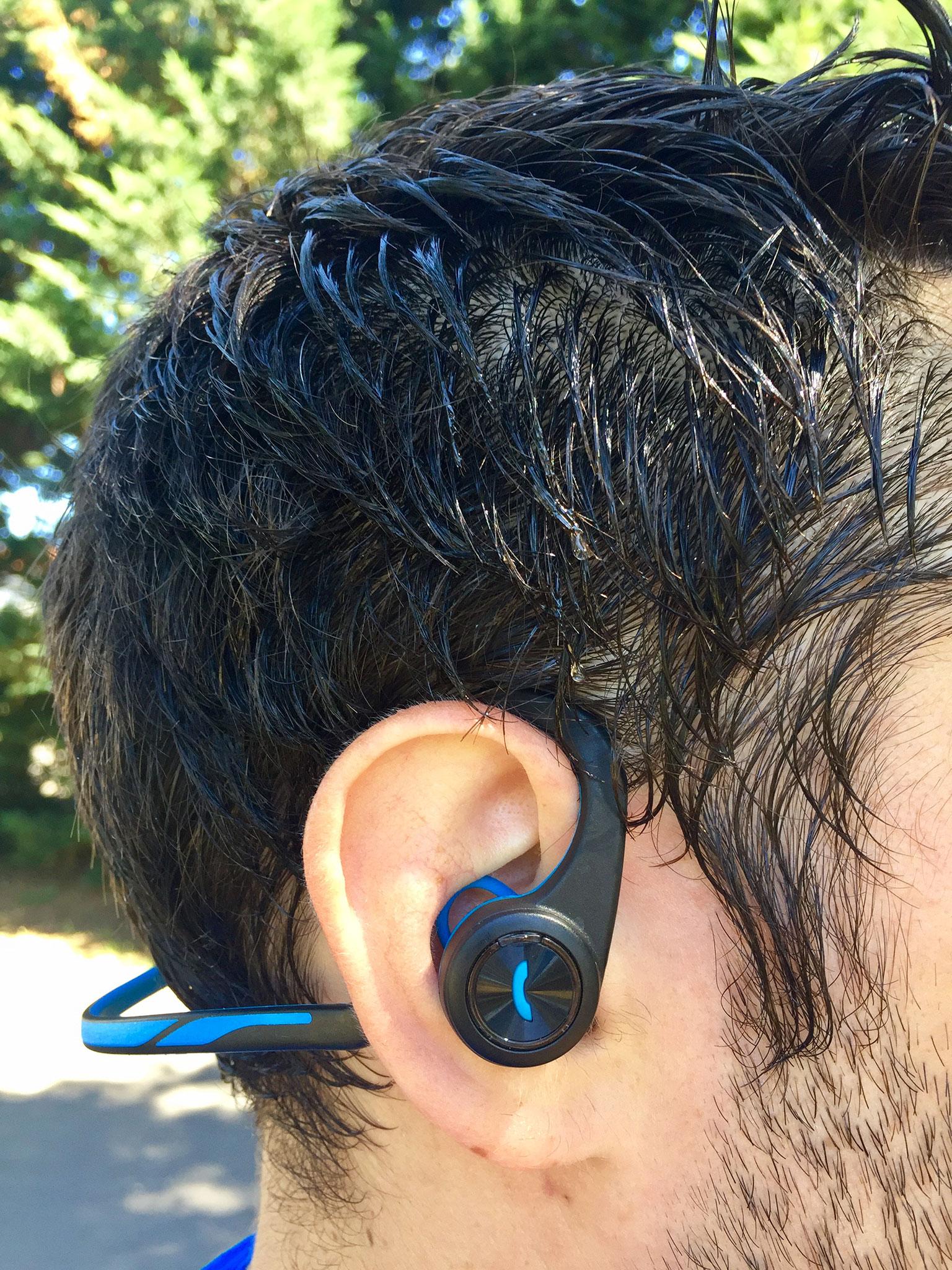 Tenue dans les oreilles des Plantronics Backbeat Fit
