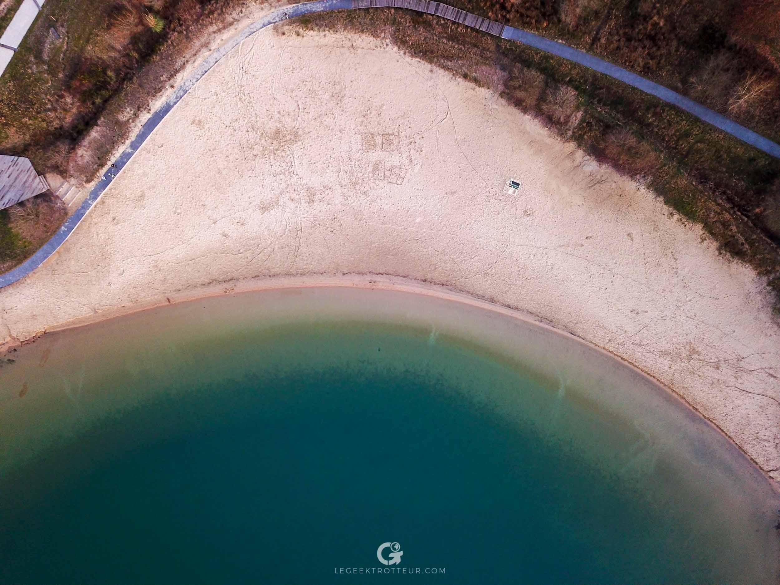 Vue aérienne de la plage du lac d'Arjuzanx