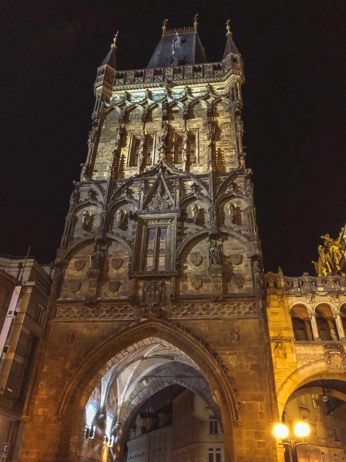 La tour poudrière de Prague qui délimite l'entrée dans la Vieille Ville