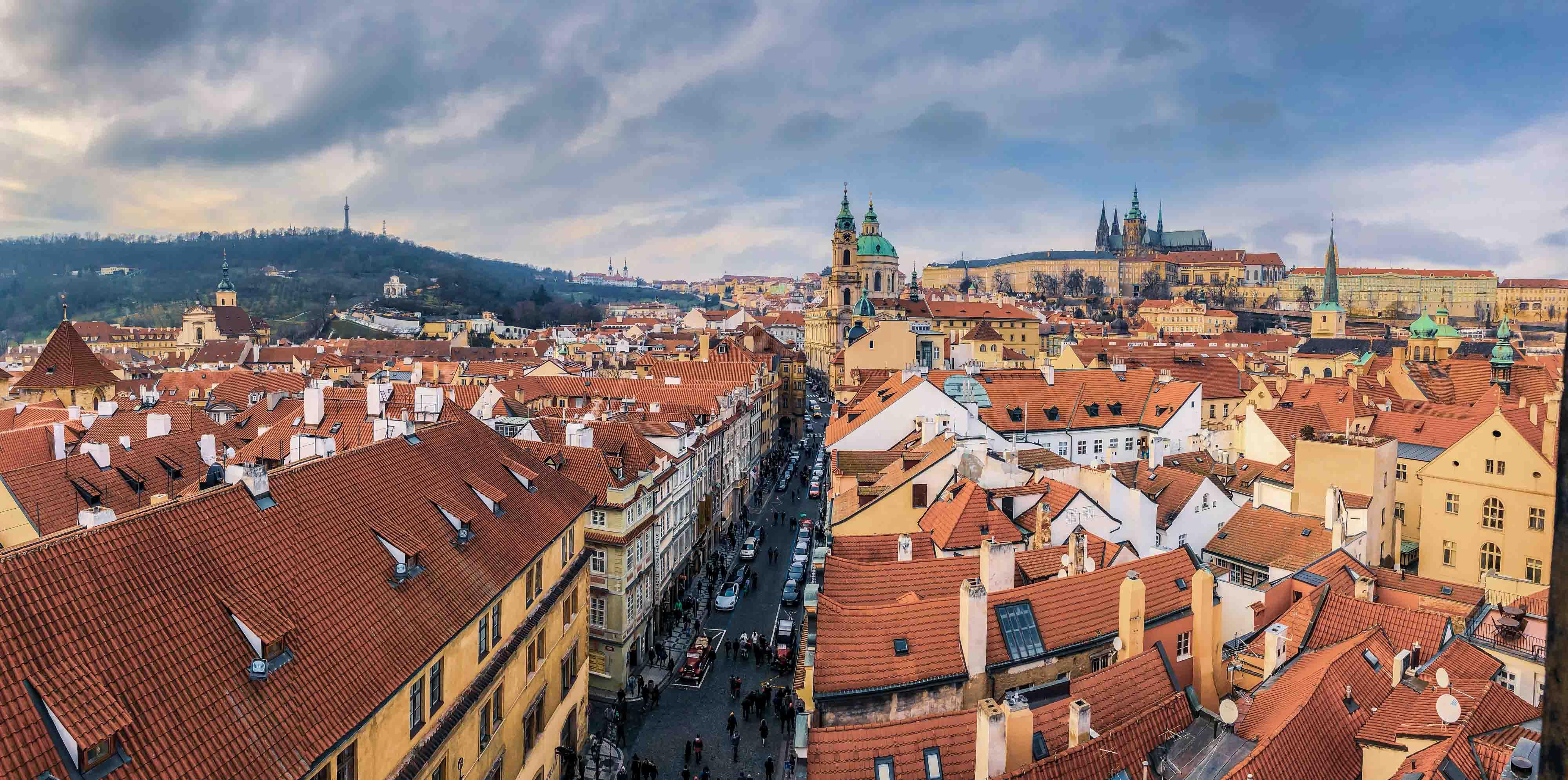 Le panorama sur le quartier Malá Strana depuis le sommet de la Lesser Town Bridge Tower