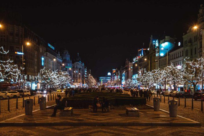 La place Venceslas très joliment illuminée