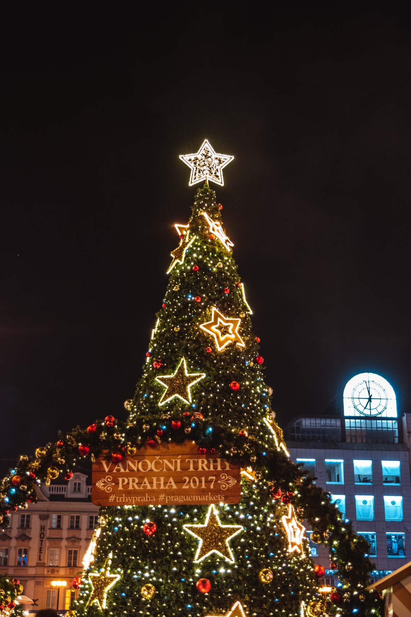 Le sapin du marché de Noël de la place Venceslas