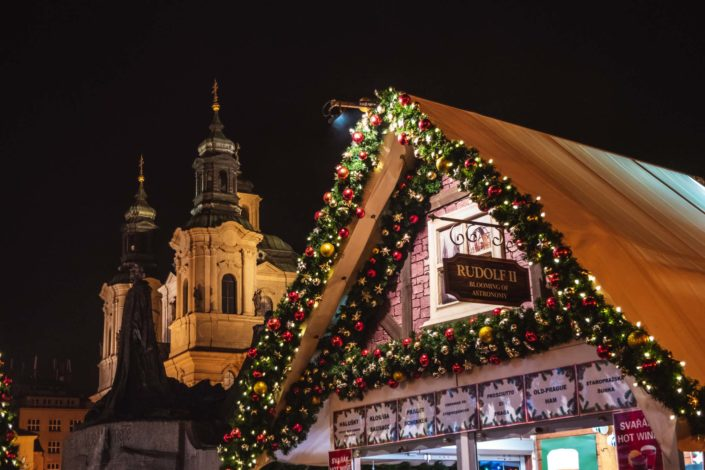 Le marché de Noël sur la place de la Vieille Ville à Prague