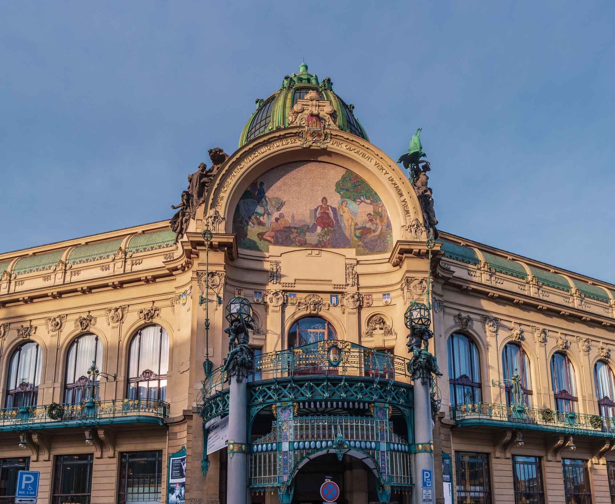 La splendide mosaïque qui se trouve sur la façade de la Maison Municipale à Prague