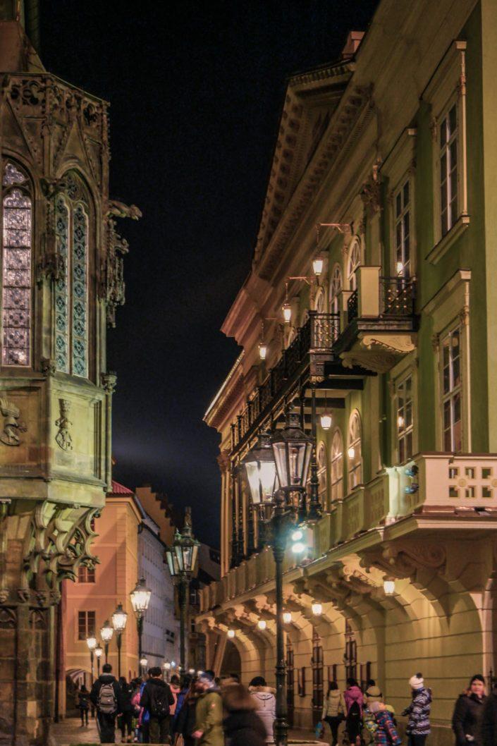 Les lampadaires donnent du charme à chaque rue