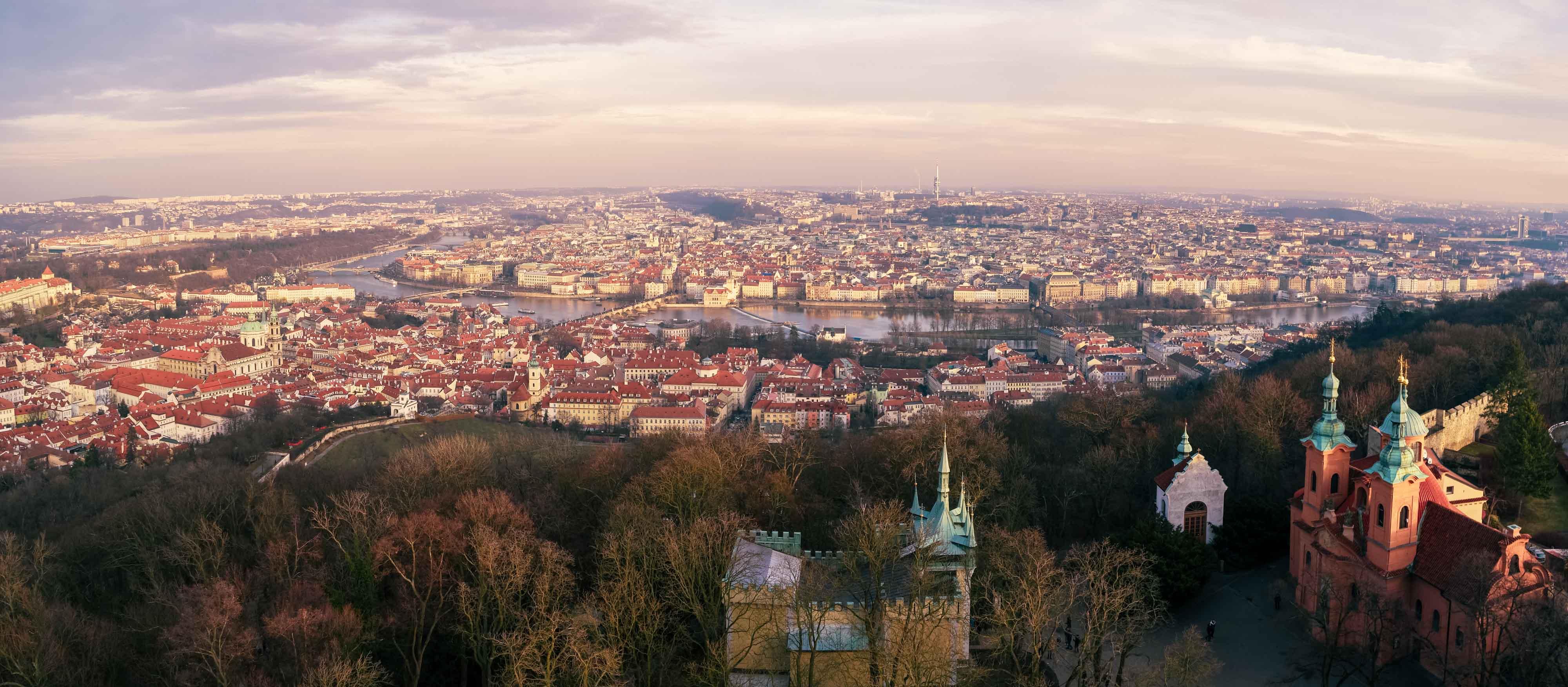 Panorama sur toute la ville depuis le sommet de la tour de Petřín