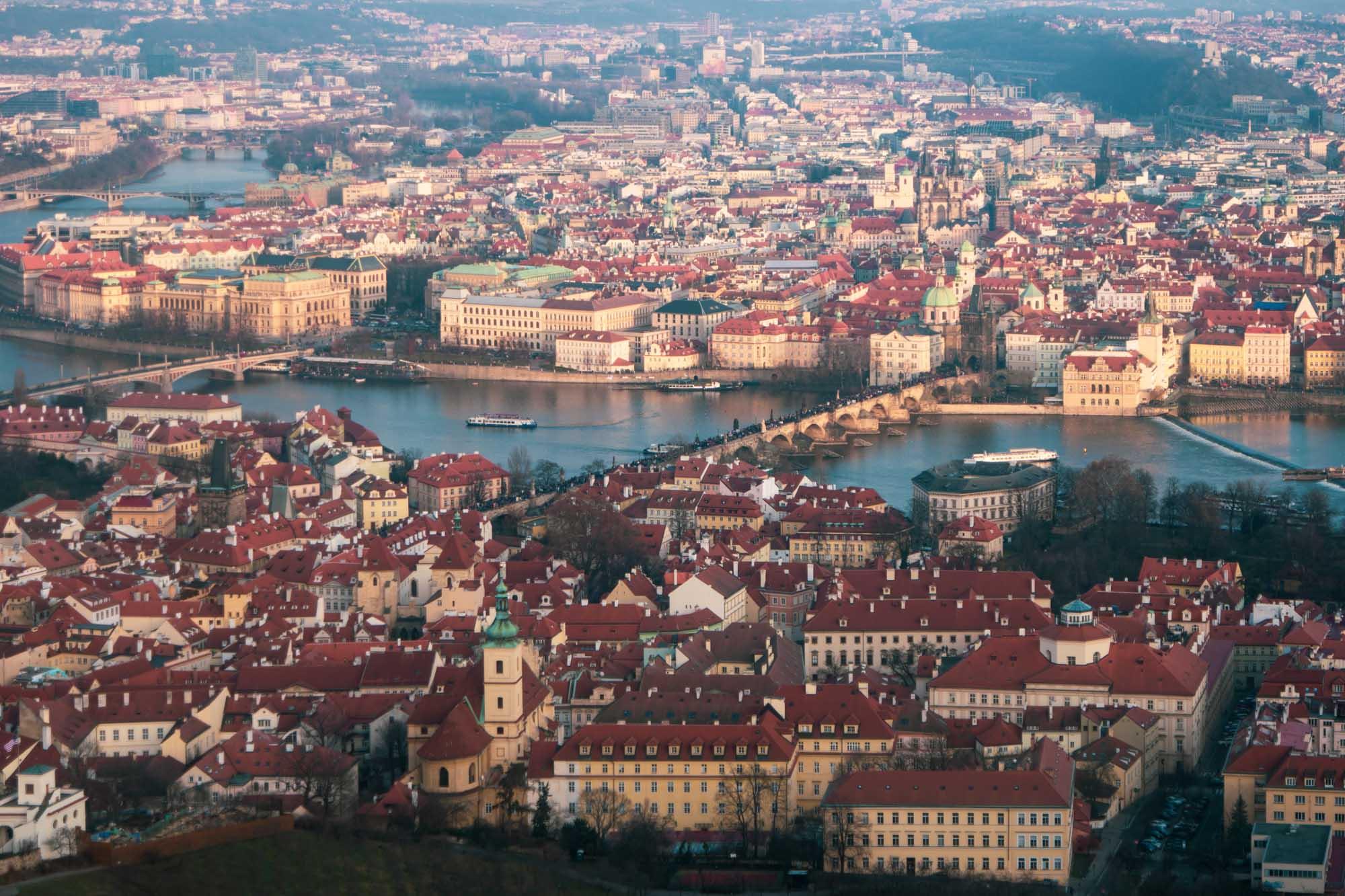 Le Pont Charles vu depuis la tour de Petřín