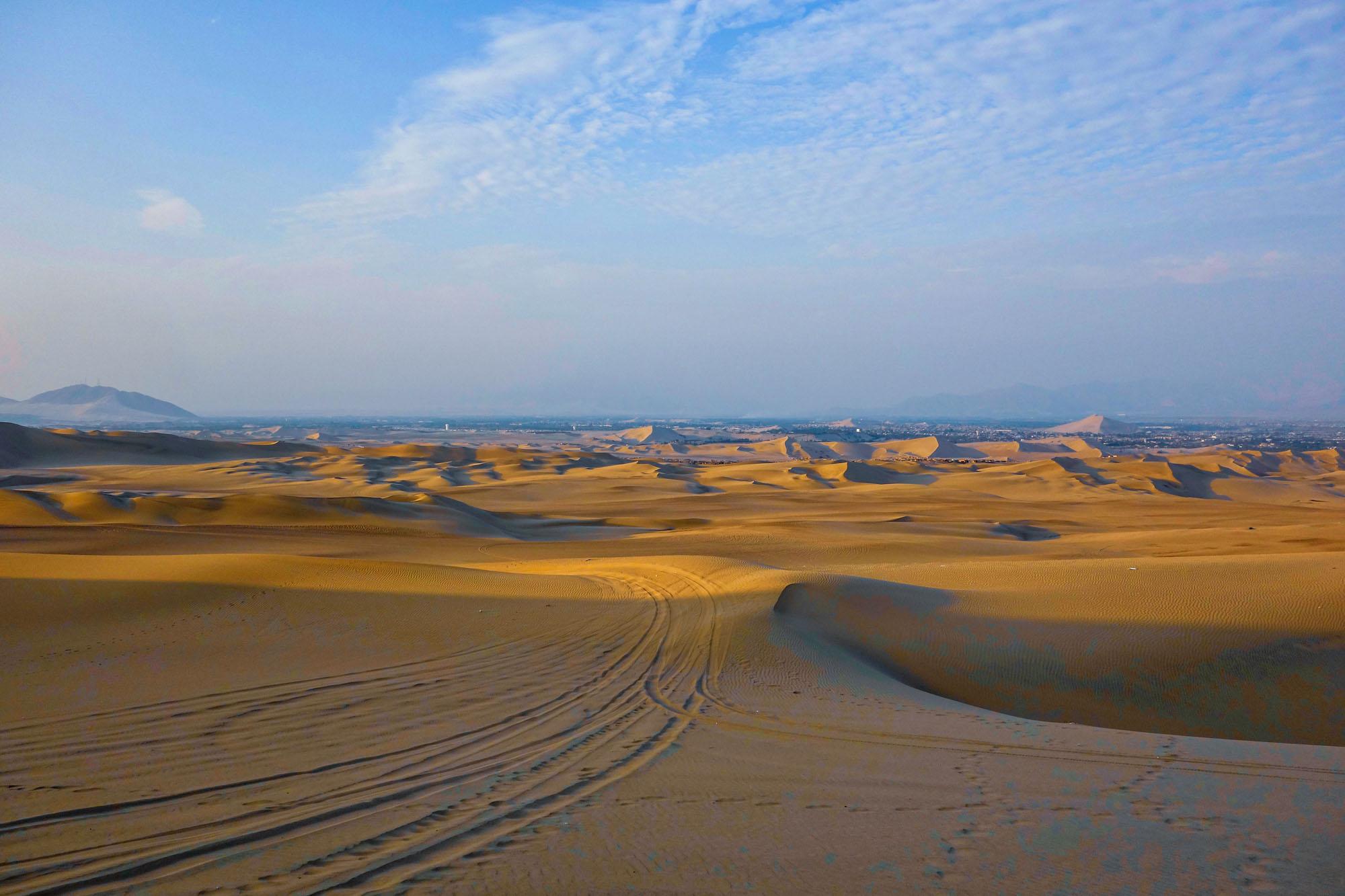 On s'enfonce petit à petit dans les dunes