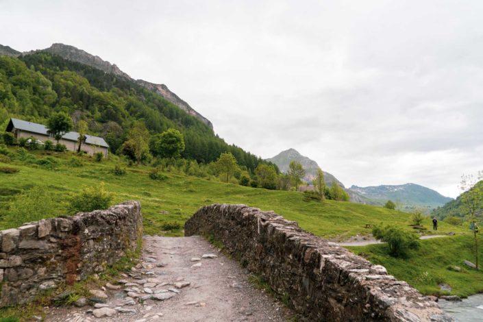 Le pont de pierre pour franchir le gave