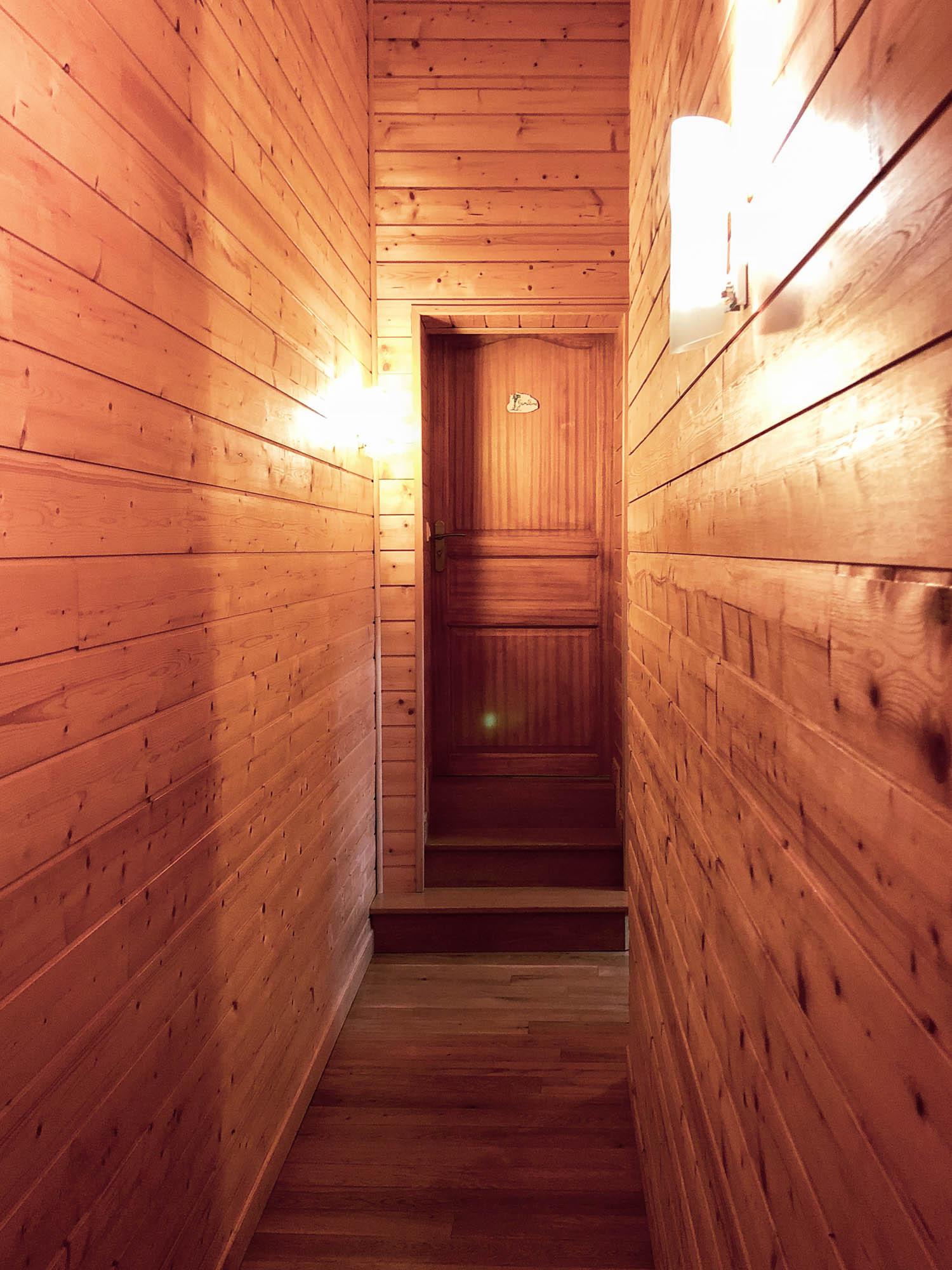 Tout l'étage est en bois