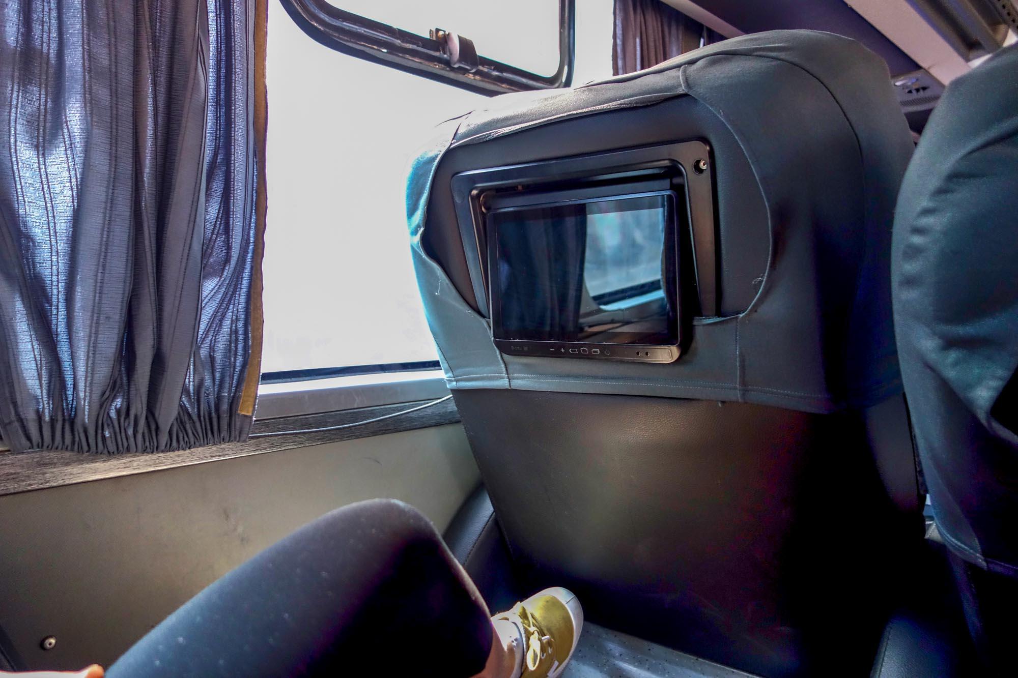 L'écran tactile et les sièges qui s'inclinent dans les bus Cruz del Sur