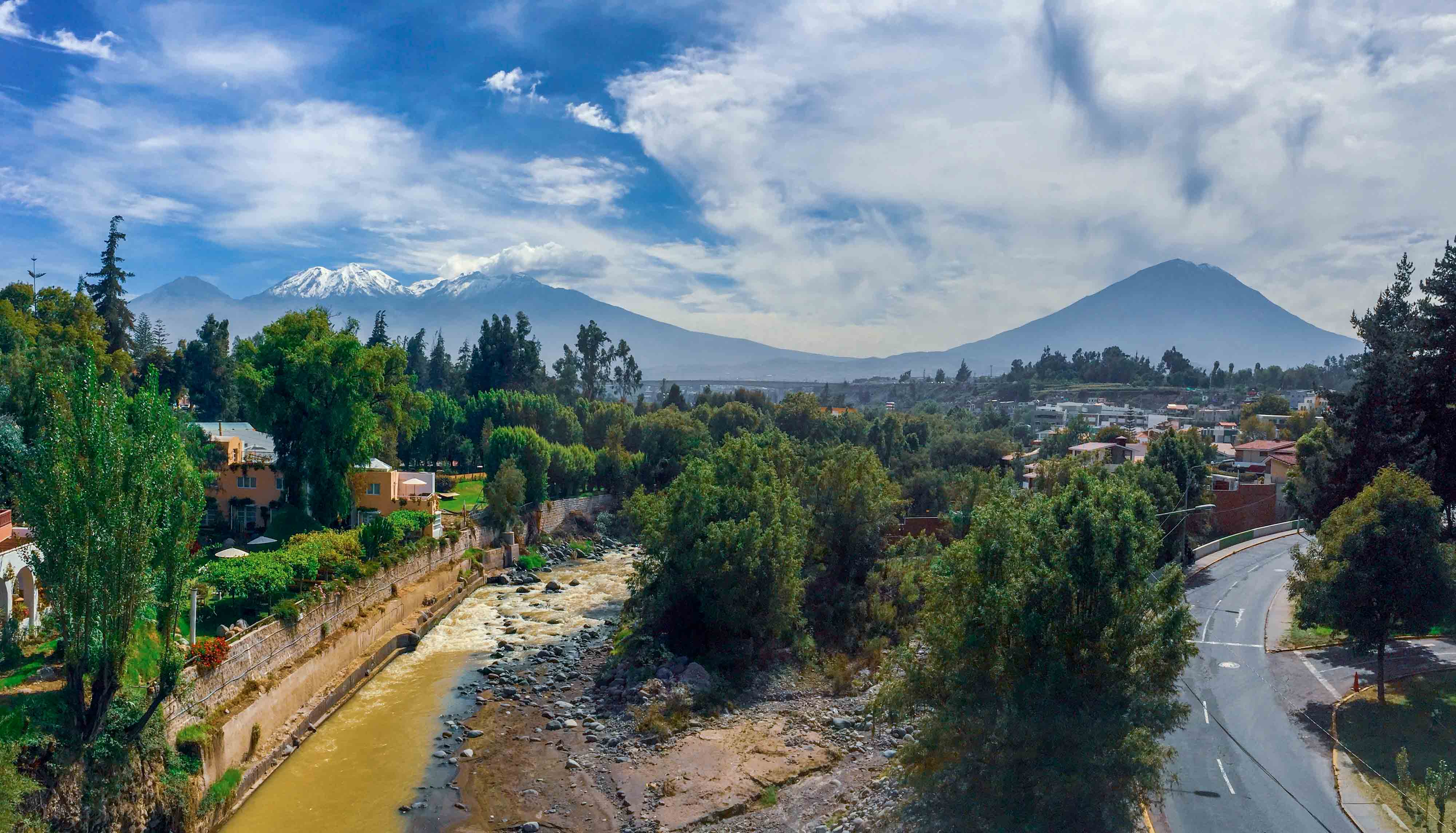 Panorama sur les deux volcans