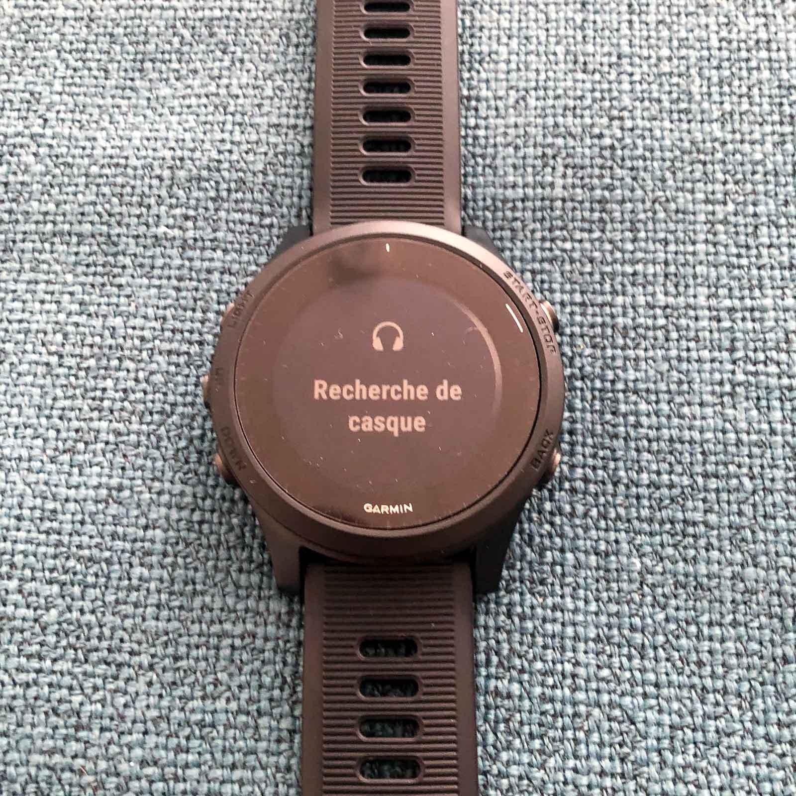 La montre recherche les écouteurs Bluetooth à proximité