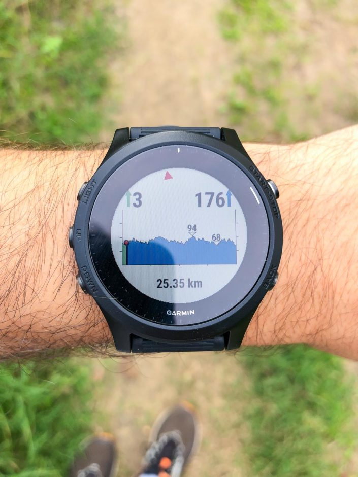 Un des écrans supplémentaires qui s'affiche quand on charge un parcours. Il indique la courbe du dénivelé du parcours.