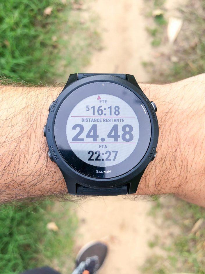 L'écran supplémentaire qui s'affiche quand on charge un parcours. Il indique le temps final estimé, la distance restante et l'horaire d'arrivée estimée.