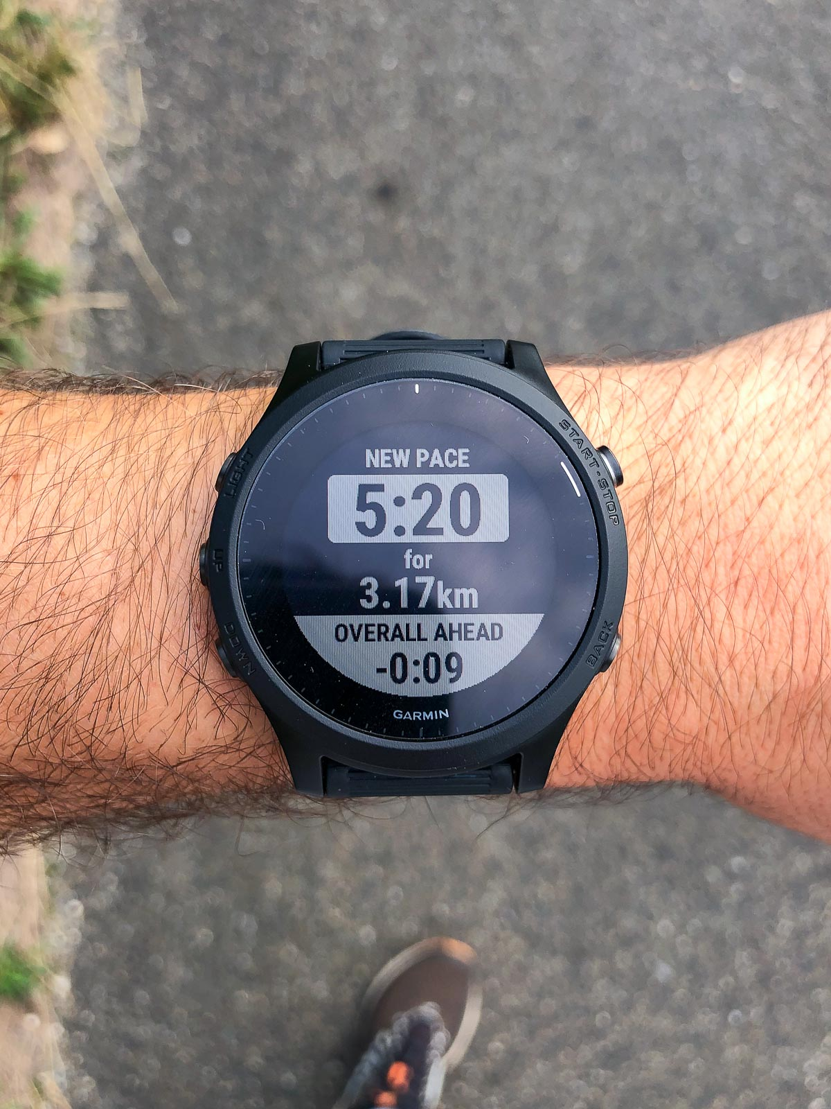 A chaque fin d'intervalle, la montre vibre et affiche un aperçu de l'allure à tenir sur l'intervalle suivant.
