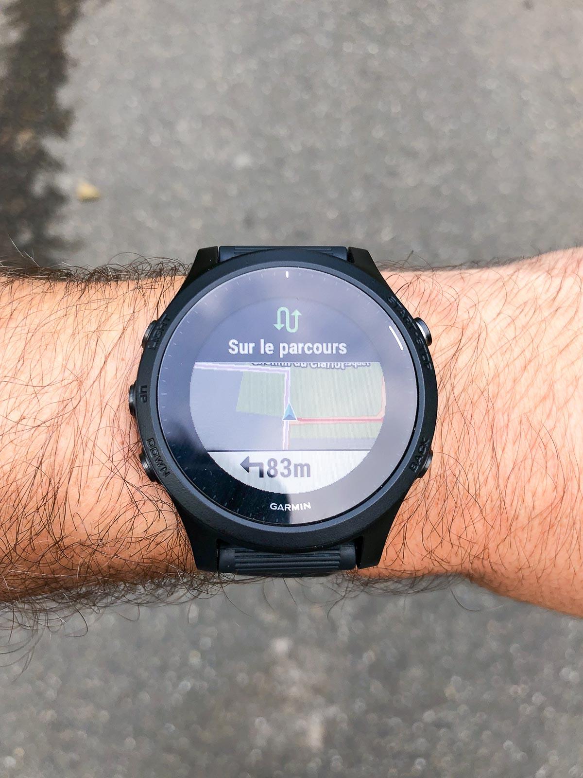 La montre indique quand on se trouve à nouveau sur le parcours (et également si on sort du parcours défini)