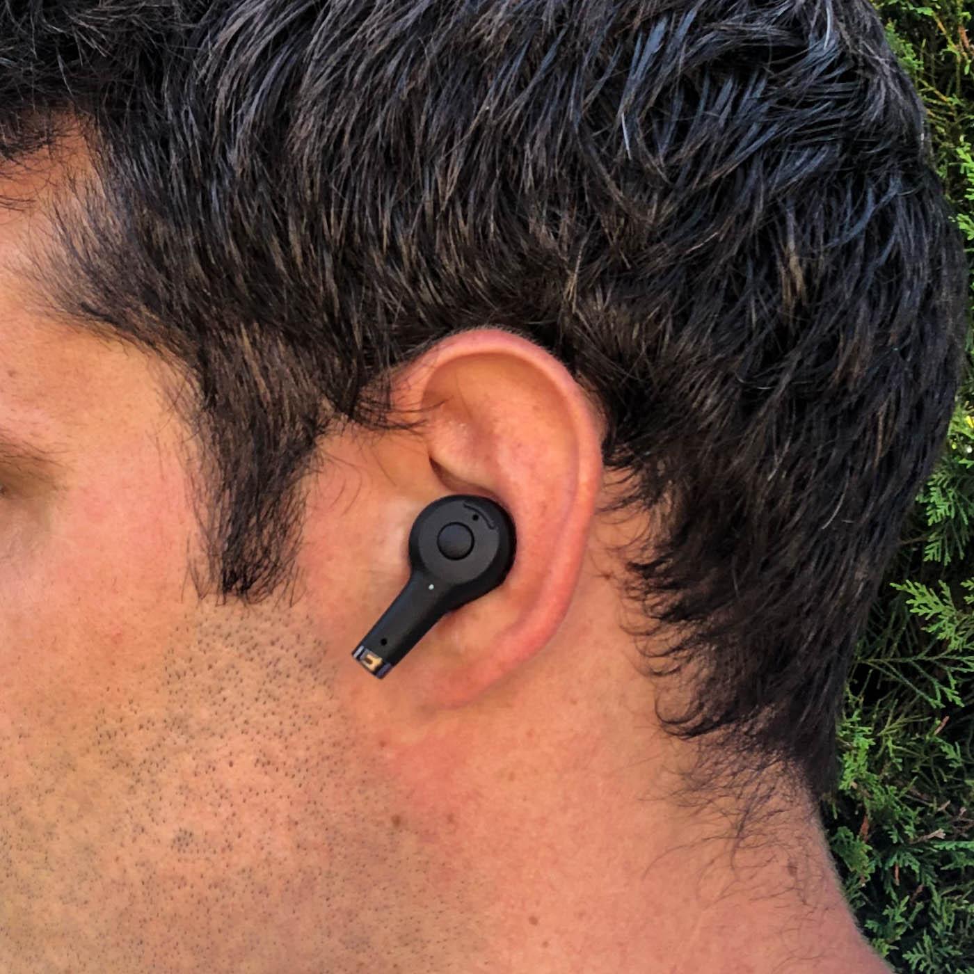 Écouteurs Sudio ETT portés aux oreilles