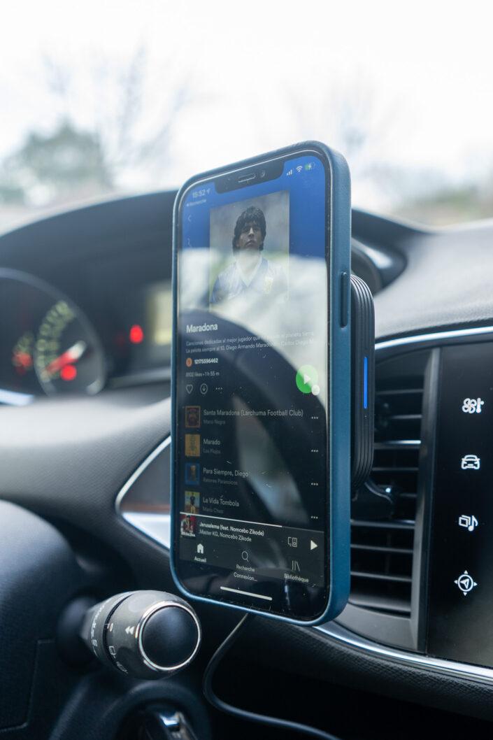 Le support magnétique Halolock d'ESR pour iPhone 12